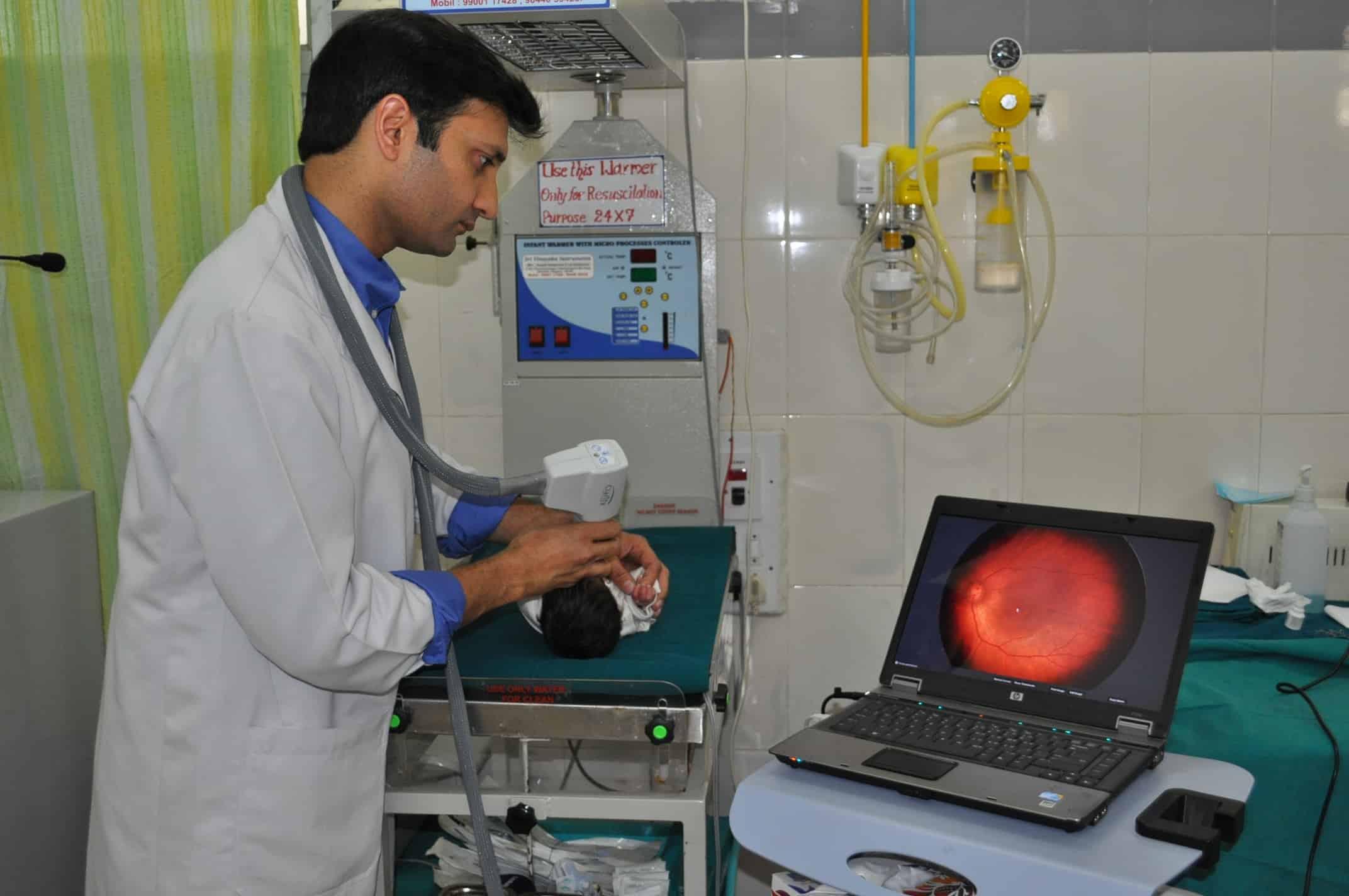 Dr doing retcam
