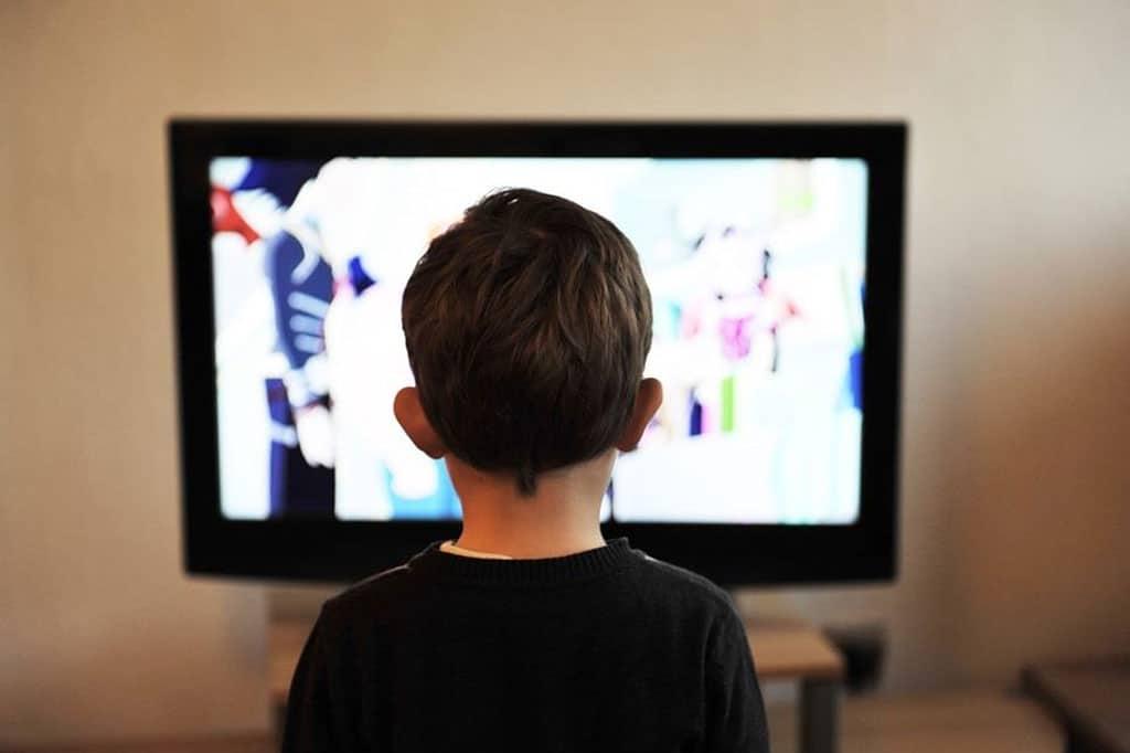 04 Watch TV at a close distance